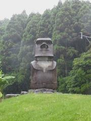 サンメッセ日南モアイ雨の中.jpg