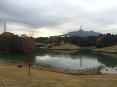 亀山サンシャインパーク後ろがシャープ.jpg
