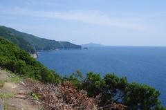 先っぽの南側遠くに鵜来島.jpg
