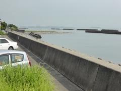 前之浜遠くに石油基地.jpg