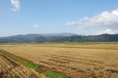大石田町から手前左が葉山奥が月山.jpg