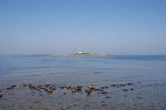 大間岬の先の灯台.jpg