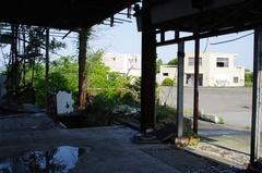 室展望台廃屋2.jpg