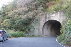 岩室洞の先の旧道のトンネル.jpg