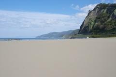 折腰内海岸3下半分がビーチ.jpg