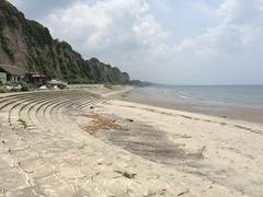江口蓬莱館の前の海岸南方向.jpg