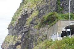 浦浜海水浴場から俵岩とトンネル先人の道.jpg