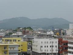 片平山公園から遠くに風力発電.jpg
