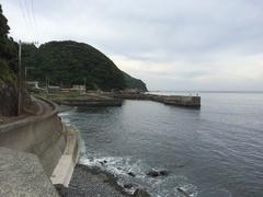 由良半島もう一つ行き止まり釣り人.jpg