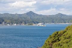 紀伊大島から串本町九龍島(くろしま).jpg