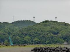 美々津海岸から携帯アンテナ3本.jpg