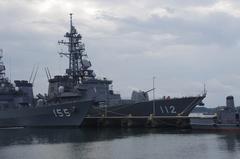 護衛艦手前がはまぎりDD-155まさなみDD-112-2.jpg