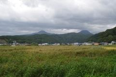 追良瀬駅付近から南塩見山北飯森山.jpg