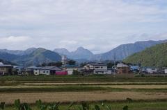 道の駅 おがちから県境の変な形の山.jpg