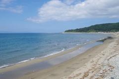 道の駅 てっくいランド 大成前のビーチ左が奥尻島.jpg