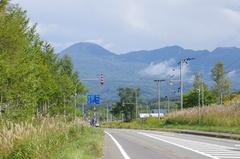 道の駅 らんこし・ふるさとの丘道路の正面チセヌプリ.jpg