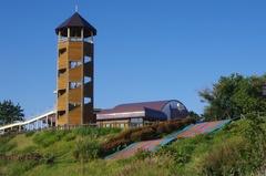 道の駅 十三湖高原展望台とレインボー滑り台.jpg