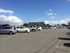 道の駅 花ロードえにわ午後から晴れて駐車場いっぱい.jpg