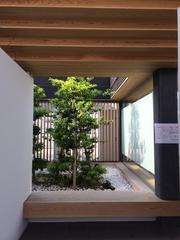 道の駅八幡浜トイレ庭.jpg