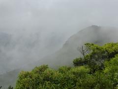 金峰山山頂流れる雲.jpg