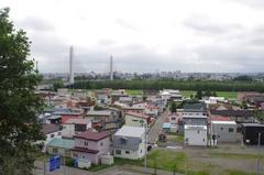 鈴蘭公園から十勝大橋と帯広中心部.jpg