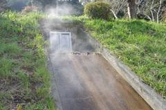 青野川に流れる温泉排水.jpg