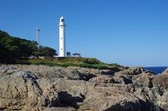 魹ヶ埼(とどヶ埼)灯台とドコモのアンテナ.jpg